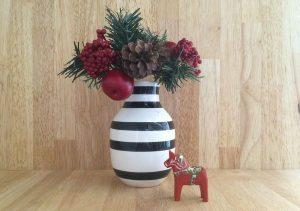 赤いクリスマスカラーのダーラナホース dalarna-horse5