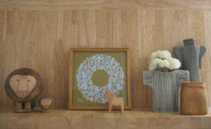 秋の北欧の飾り棚とリサ・ラーソンの花瓶 display-shelf-5