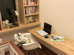 書斎風スペースでブログ更新 library5