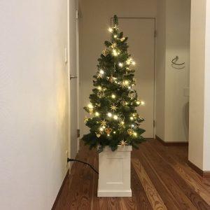 北欧メルヘンのクリスマスツリーにLED点灯 fairy-tale-christmas-tree11