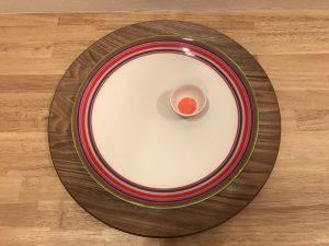 上から見たオリゴレッド26cmプレートとオリゴオレンジエッグボウル iittala-serving-platter10