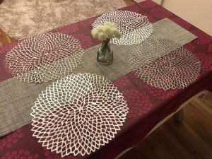 ダイソーのテーブルランナーとチルウィッチのダリア place-mat7