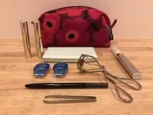 マリメッコ・ウニッコポーチの中身 simple-make-up-tool1